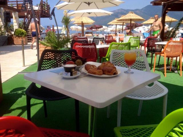 Doručak na obali mora