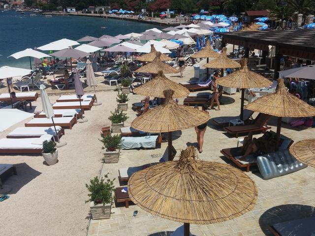 Waikiki Beach Resort - Best of Montenegro